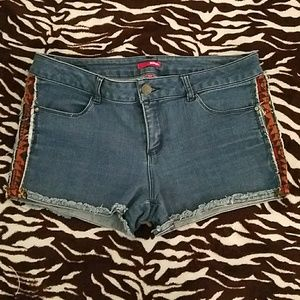 🔴Jean Shorts with Tribal Print sides
